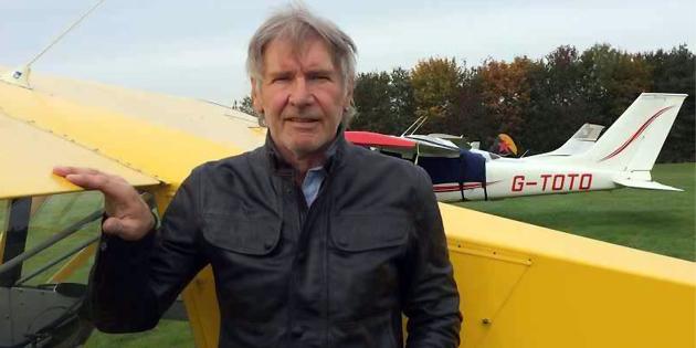 Παραλίγο να προκαλέσει αεροπορική τραγωδία ο Harrison Ford ενώ προσγείωνε το αεροσκάφος του