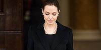 Η Angelina Jolie ανακοίνωσε ότι υποβλήθηκε προληπτικά σε διπλή μαστεκτομή.