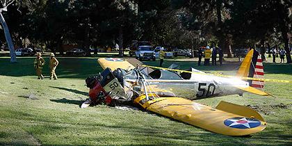 Σώος ο Harrison Ford μετά την πτώση του αεροπλάνου που πιλοτάριζε.