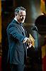 Ο Tom Hanks σε ρόλο απονεμητή