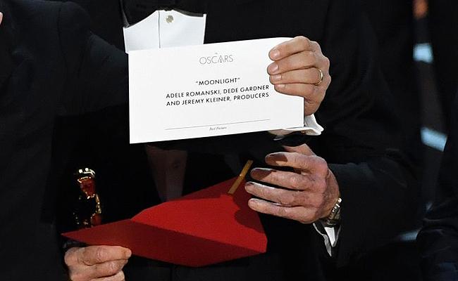 Oscars: Μεγαλειώδης γκάφα στα 89α Oscar: Ανακοίνωσαν λάθος νικητή για το βραβείο Καλύτερης Ταινίας (video).