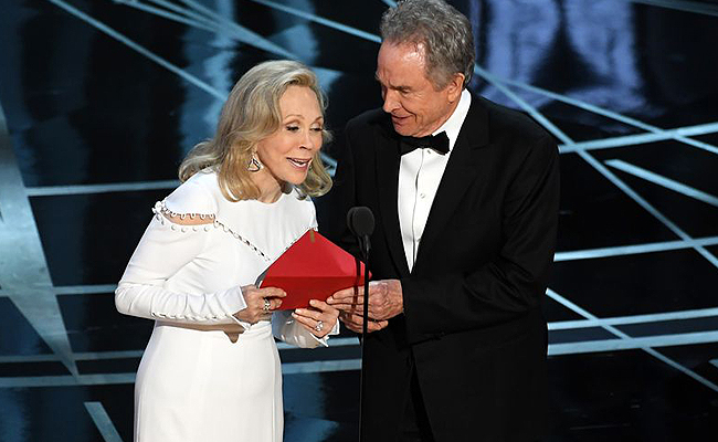 Oscars: Πλέον γνωρίζουμε πως συνέβη το μπέρδεμα στην απονομή Oscar Καλύτερης Ταινίας